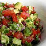 Вкусный салатик из авокадо и помидоров