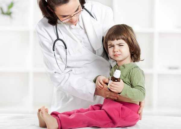 Температура и понос у ребенка 2 лет: возможные причины, первая помощь и лечение