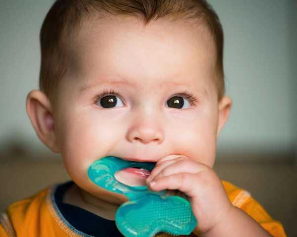 Порядок прорезывания зубов у детей до года: последовательность, сроки и симптомы