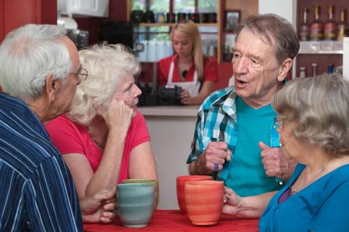 Врач рассказал, почему пожилым людям вредно худеть