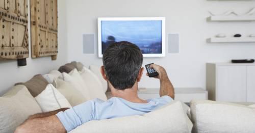 Ученые рассказали о связи между просмотром телевизора и раком кишечника