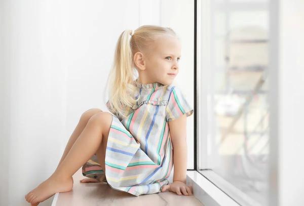 Чтобы дети не выпадали из окон. Детские замки на пластиковые окна