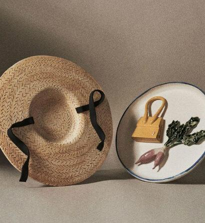 С баклажаном и цитрусами, с микро-сумкой и в форме соломенной шляпы: Jacquemus представил необычную коллекцию керамической посуды